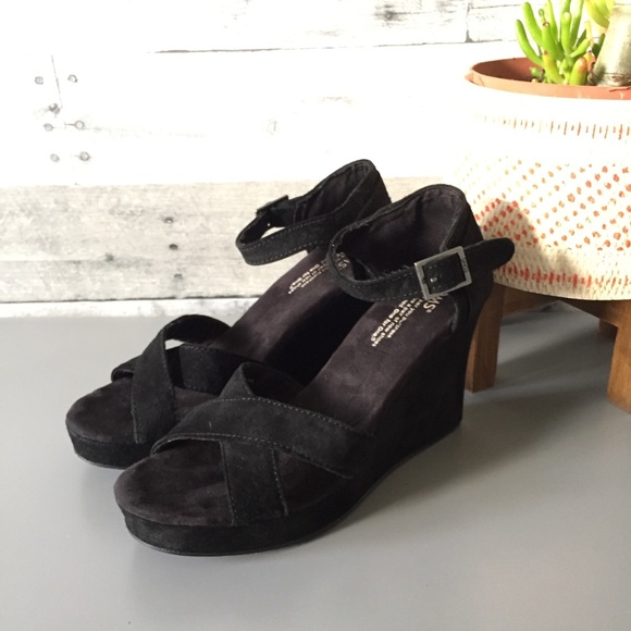 1f1fae1d5b1 TOMS Strappy Black Suede Wedge Sandals Criss Cross